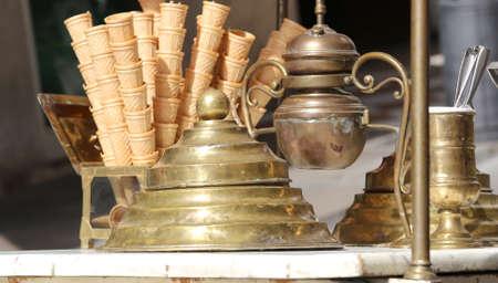 carretto gelati: waffle ice cream cones in the ice cream cart in antique style Archivio Fotografico