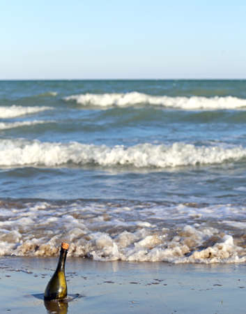 mapas conceptuales: Mensaje Secreto en la botella de vidrio en la playa