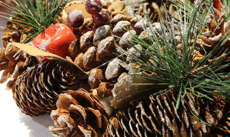 Christmas decoration to decorate the centerpieces with pine cones and glitter