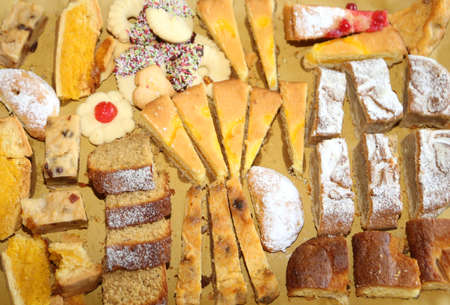 obesidad infantil: many pastries and tasty slices of cake for sale in bakery