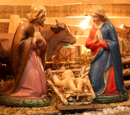 presepe: Traditional nativity scene with holy family in a manger