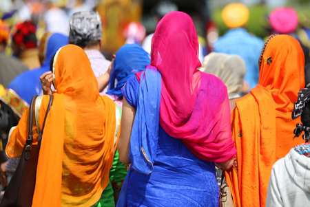 kameez: many women with the veil to cover the head during the demonstration in the city