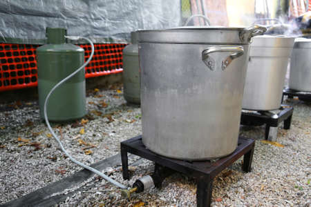 gas stove: small  makeshift kitchen for the preparation of food for refugees