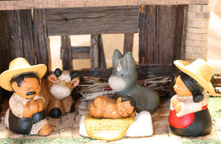Mexican Nativity scene with the holy family with the statues of the ox and the donkey Imagens