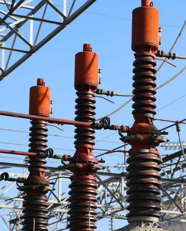 Grote schakelaars in de waterkrachtcentrale voor schone elektriciteitsproductie Stockfoto