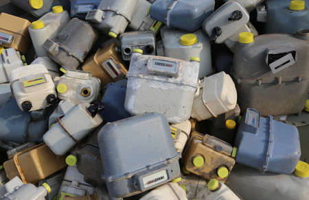 veel geloste gasspotters in een stortplaats van gevaarlijk en vervuilend materiaal