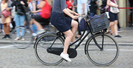 legs of woman while fast pedal on bicycle and the background intentionally moved 版權商用圖片