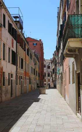 Wide Venetian calle that means street with the well and the cloths Imagens