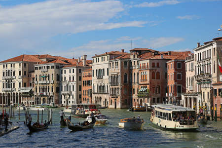 Venezia, VE, Italy - July 14, 2017: Many boat in the Grand Canal and ancient Palaces Banco de Imagens - 89572842