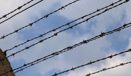 Many barbed wire to avoid evasions