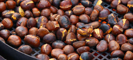 roast chestnuts cooked over the red-hot grill Imagens