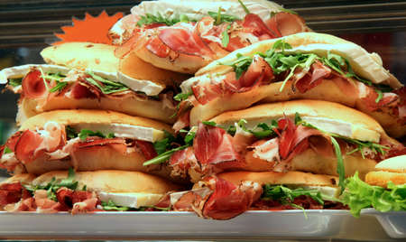 sandwiches stuffed with ham and lettuce for sale in a sandwich shop Banque d'images