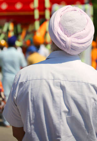 old man with white shirt and big pink turban during the religious demonstration Stock fotó