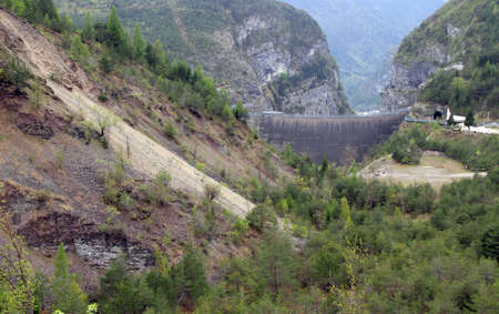 famous Dam called Vajont Dam in northern Italian due to which thousands of people died in 1963