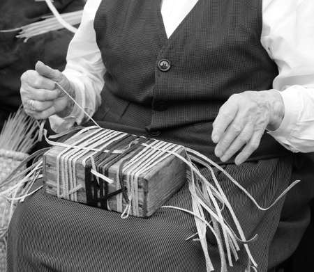 hands of a woman while creating a straw bag Stock fotó