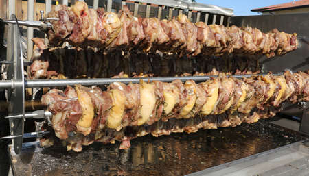 skewers of chicken and pork meat during the outdoor village fair Archivio Fotografico - 114147149