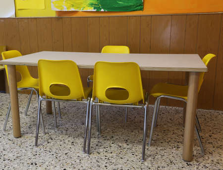 yellow chairs and a small table in the kindergarten without children Banque d'images - 116434686