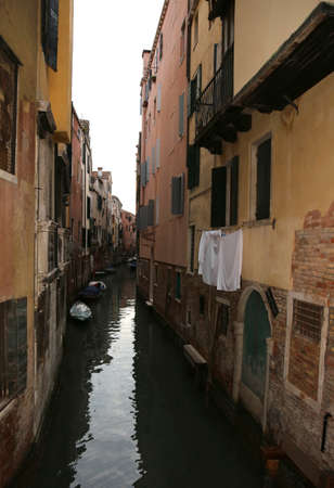 cloths hanging over a waterway with boats in the island of Venice in Northern Italy Banco de Imagens - 120259503