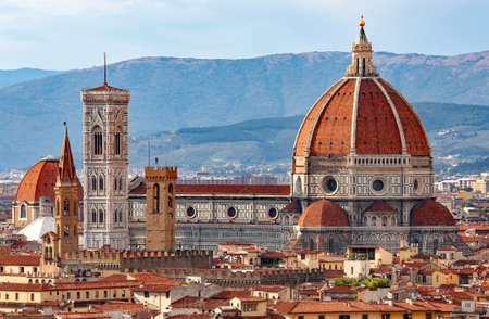 FLORENCE in Italy with the great dome of the Cathedral called Duomo di Firenze Фото со стока - 121790459