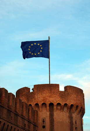 Big Europeand flag on the ancient tower Foto de archivo - 122099567
