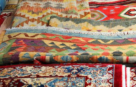 veel carptes en kelim tapijten te koop