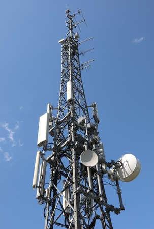 Deatil de l'antenne de télécommunication avec de nombreux répéteurs utilisés pour le téléphone mobile et la télévision