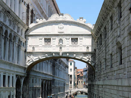 monument called Bridge of Sighs also called Ponte dei Sospiri in italian language in Venice Banco de Imagens