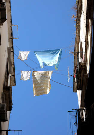 washing lines betwwen two european palaces and blue sky on background Banque d'images