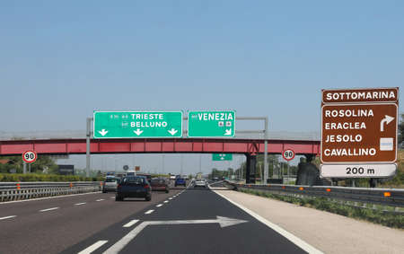 traffic road sign in the italian highway to go to Adriatic Sea and more town such as Venice, Sottomarina, Rosolina, Eraclea Foto de archivo