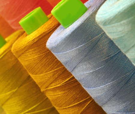 détail de la bobine de fil de couleur à vendre Banque d'images