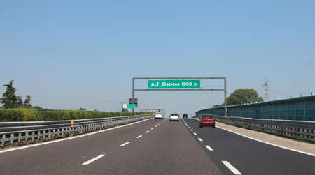 Traffic sign on the italian at the end of the italian motorway with text means alt station to pay 版權商用圖片