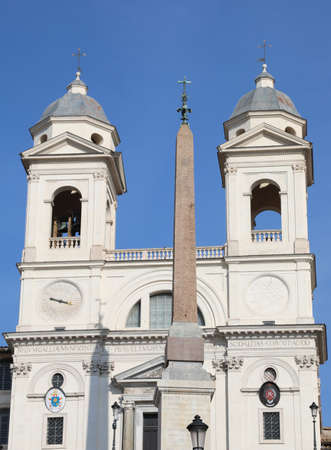 twins belltowers of Trinita dei Monti Church in Rome in Italy and the Ancient Egyptian Obelisk Zdjęcie Seryjne