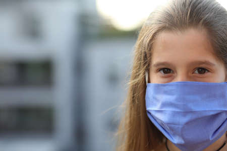 young nurse with long brown hair and blue surgeon mask  in the hospital 免版税图像