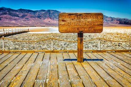 badwater bassin teken in de dood valey national park, californië Stockfoto