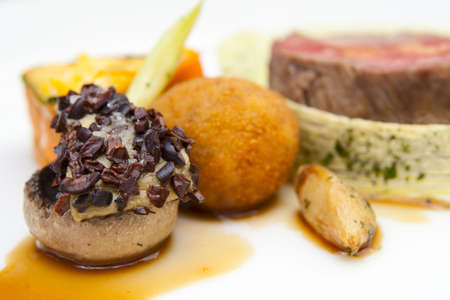 haute gastronomie: Haute cuisine plat, close-up