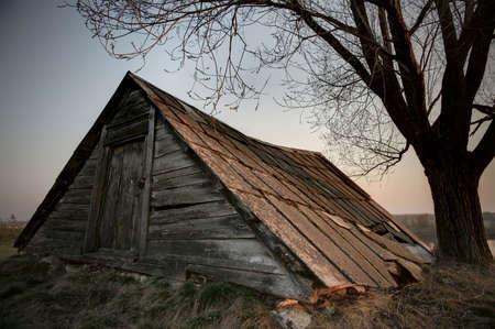 multiple exposure: Vecchio capannone abbandonato in campagna russa, l'esposizione multipla