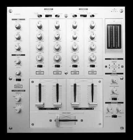 mezclador: Mezclador de DJ dispar� desde arriba aislado sobre fondo blanco