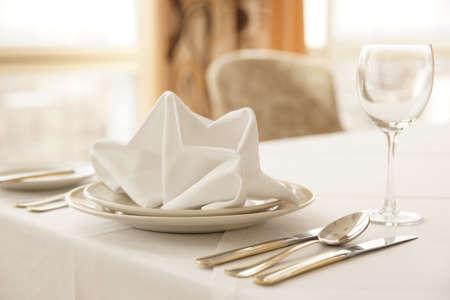 servilletas: Arreglo de mesa en un restaurante de cocina caro Foto de archivo