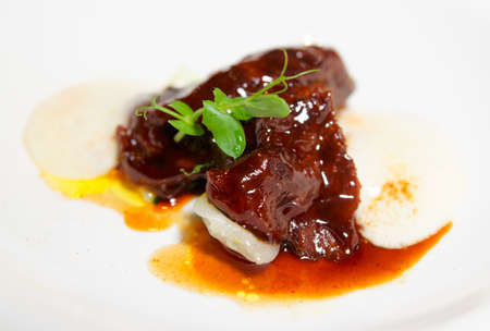 wine sauce: Delicious veal fillet served with wine sauce and potato puree