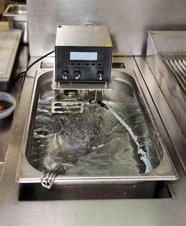 Niedertemperatur-Garen Maschine - neue Technologie Küche Lizenzfreie Bilder