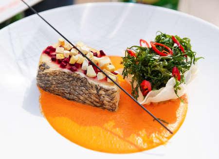 Seabass Hochküche mit Kräutern und Gemüse-Püree