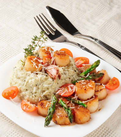 seared: Risotto with pan seared sea scallops on served table