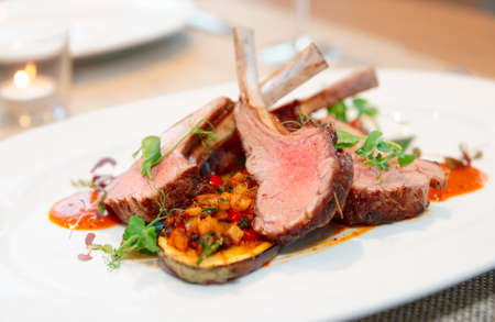 lamb chop: Grilled rack of lamb with vegetables on plate
