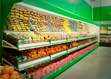 Shelf with citrus fruits, TM's removed, price tags left in place and contain no copyright. Stock fotó