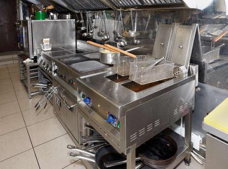 Typische und nicht zu sauber Restaurant-Küche Lizenzfreie Bilder