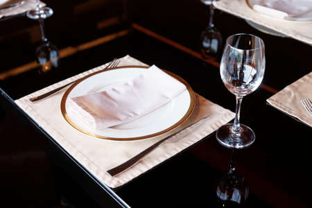 haute: Table arrangement in a restaurant