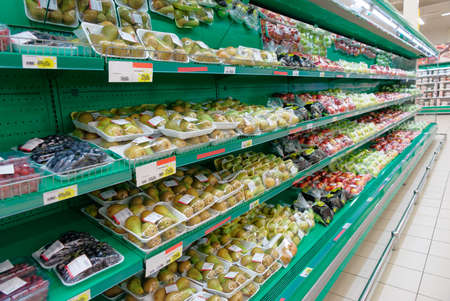 removed: Shelf with vegetables, trademarks removed, price tags contain no copyright