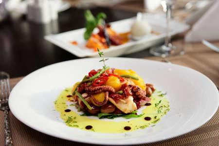 Mariscos aperitivo en mesa de restaurante Foto de archivo - 38772137