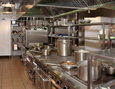 cocinas industriales: Cocina de un restaurante de un disparo en la operación