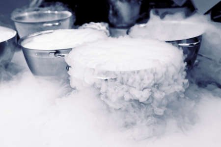 liquid: Making ice cream with liquid nitrogen, professional cooking